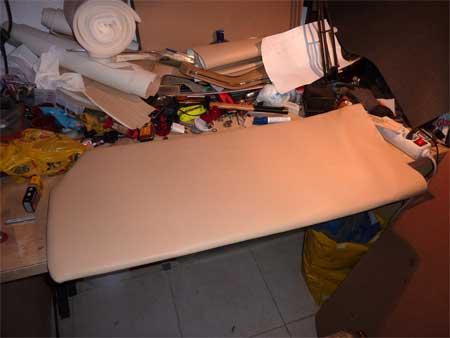 Con la grapadora de tapicero iremos grapando la piel a la - Grapadora de tapicero ...